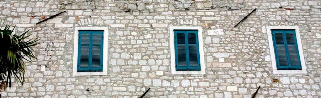 Fenster am Gebäude